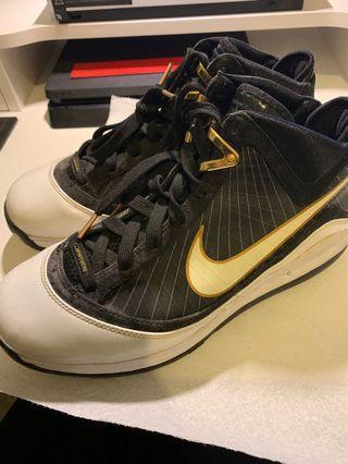NIKE - LEBRON 7 Black and Gold Basketball shoes