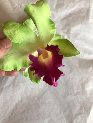 🚚 Orchid hair clip/claw