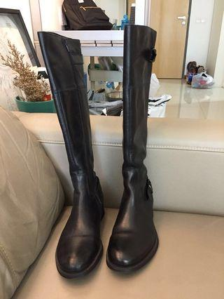 🚚 Aldo calf leather boots $8 (worn 3 times on a Europe trip) retail at $239