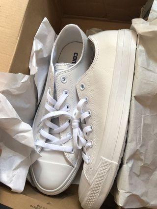 🚚 Women Converse White Shoes