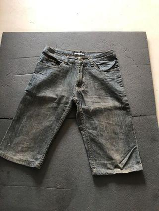 Free Rugged Bermuda Jean for Him (size 28)