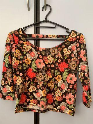 🚚 Cropped Floral Top