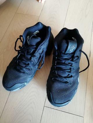 Nike 籃球鞋( 穿了十次)