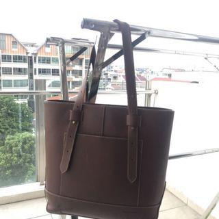 🚚 Brown Leather Tote Bag