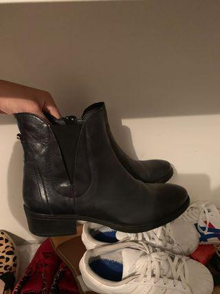 sprit leather boots