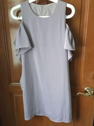 🚚 The Sunday Avenue Cold Shoulder Ruffles Dress