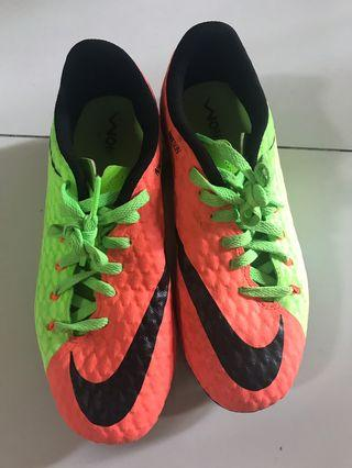 🚚 Nike boy football shoes
