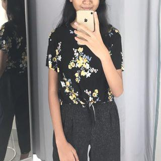 H&m knotted tee flower