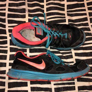 Nike revolution 2 runners