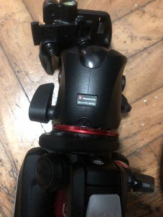 190 carbon fibre manfrotto 3-section tripod with MHXPRO-BHQ2 head