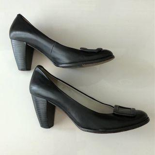 Real leather shoes with heels (black)