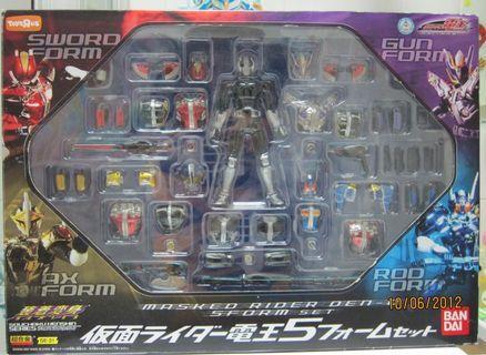 日本反斗城限定 裝着變身 幪面超人 Masked Rider 電王 Den O 五形態 電鍍版 劍+棍+斧+鎗+基本形態 超合金 Kamen 裝著