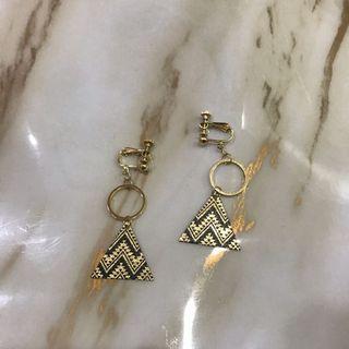 全新-耳夾式耳環-三角幾何圖形