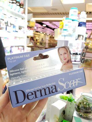 澳洲藥房藥劑師推薦祛疤神膏DermaScar👍🏻除了含祛疤有效成分有機硅外,還特別添加了能美白、抗氧化的維生素C,不止沒有疤,皮膚更光潔,適用於各類創傷及手術後留下的痕跡。小小一隻,淡化撫平肌膚痕跡,皮膚光潔更有自信🧖🏻♀️🧖🏻♂️