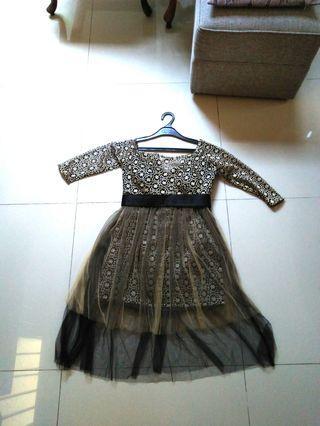 Black gold brokat dress