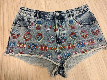 Top shop 刺繡捲邊短褲