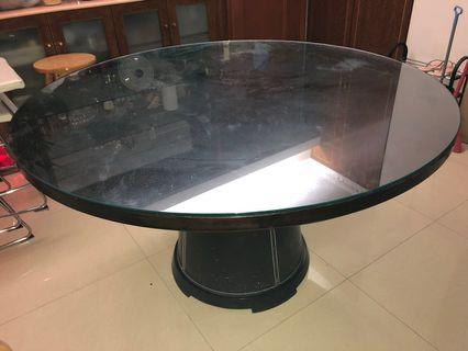 Wooden dining table (with overlying glass) 實木食飯圓枱 連玻璃