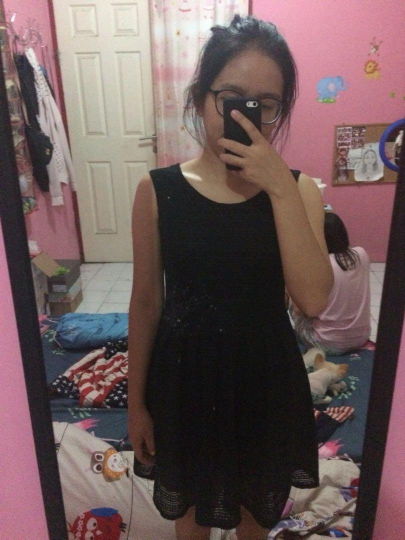Black Dress / Dress Pesta Hitam