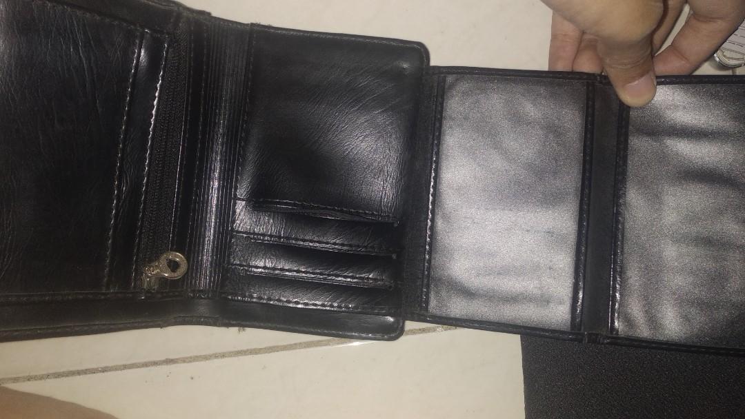 Dompet lipat hitam