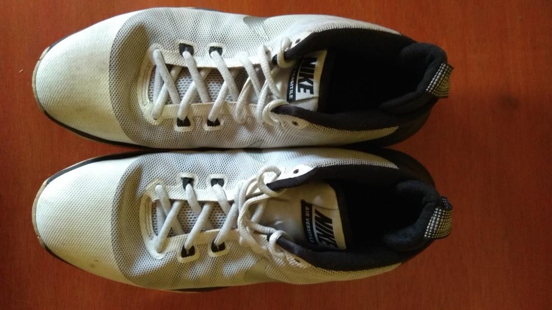 For Sale sepatu basket Nike Air Versatile