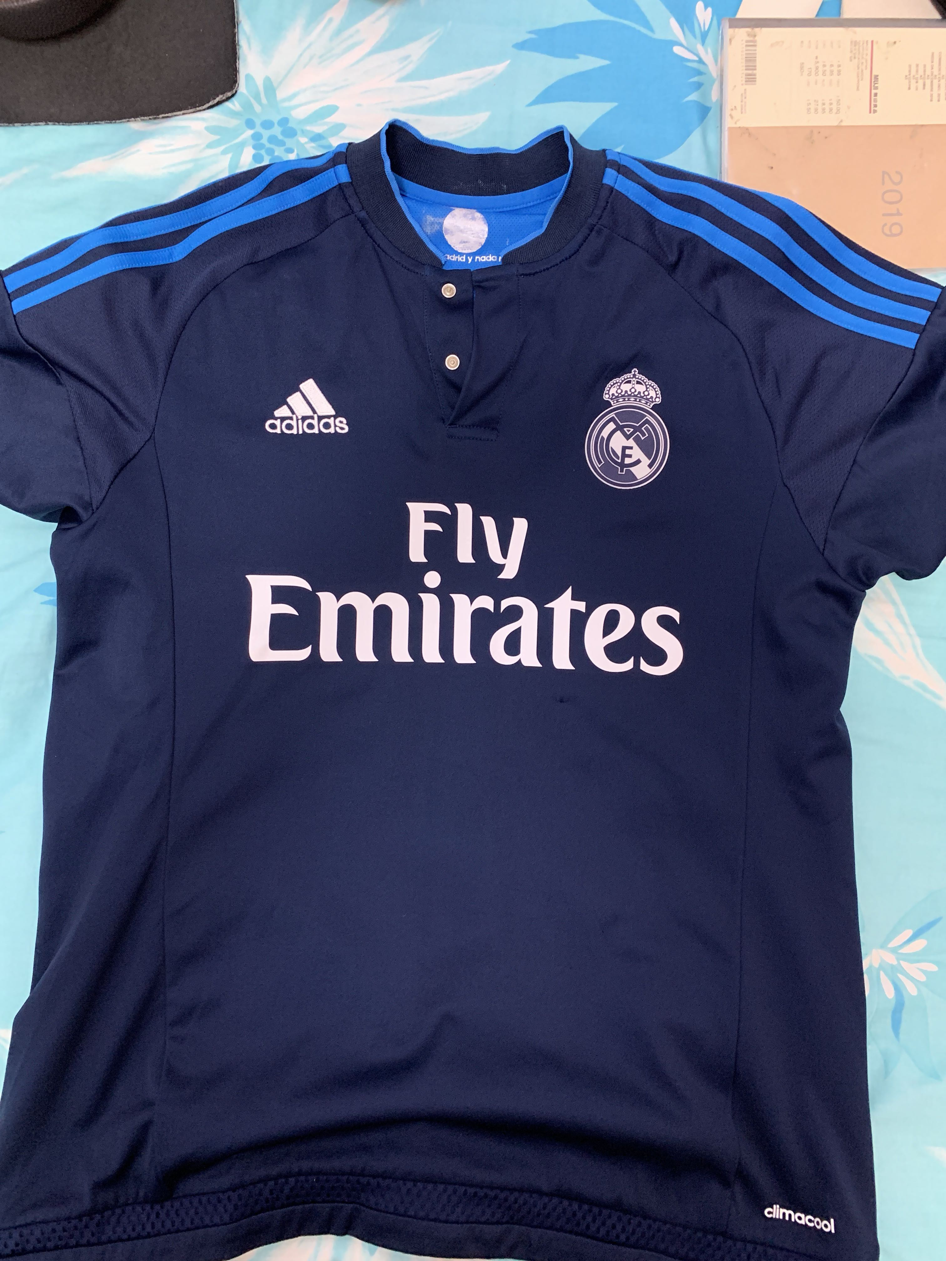 new styles f6859 cacc1 Real Madrid 15/16 Third Jersey