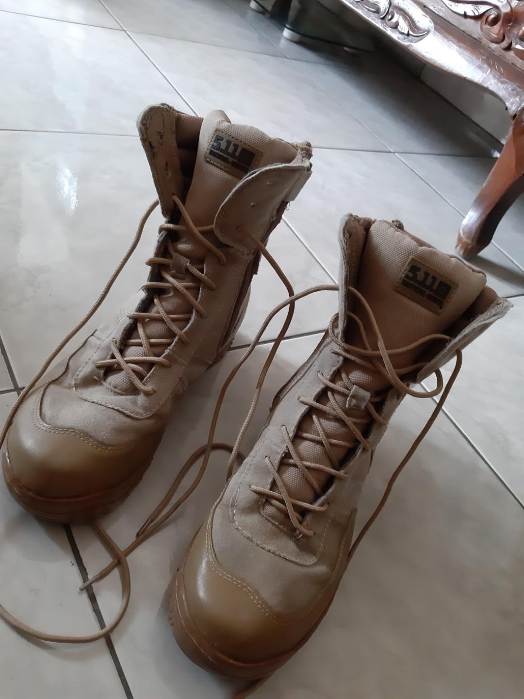 Sepatu boots 411