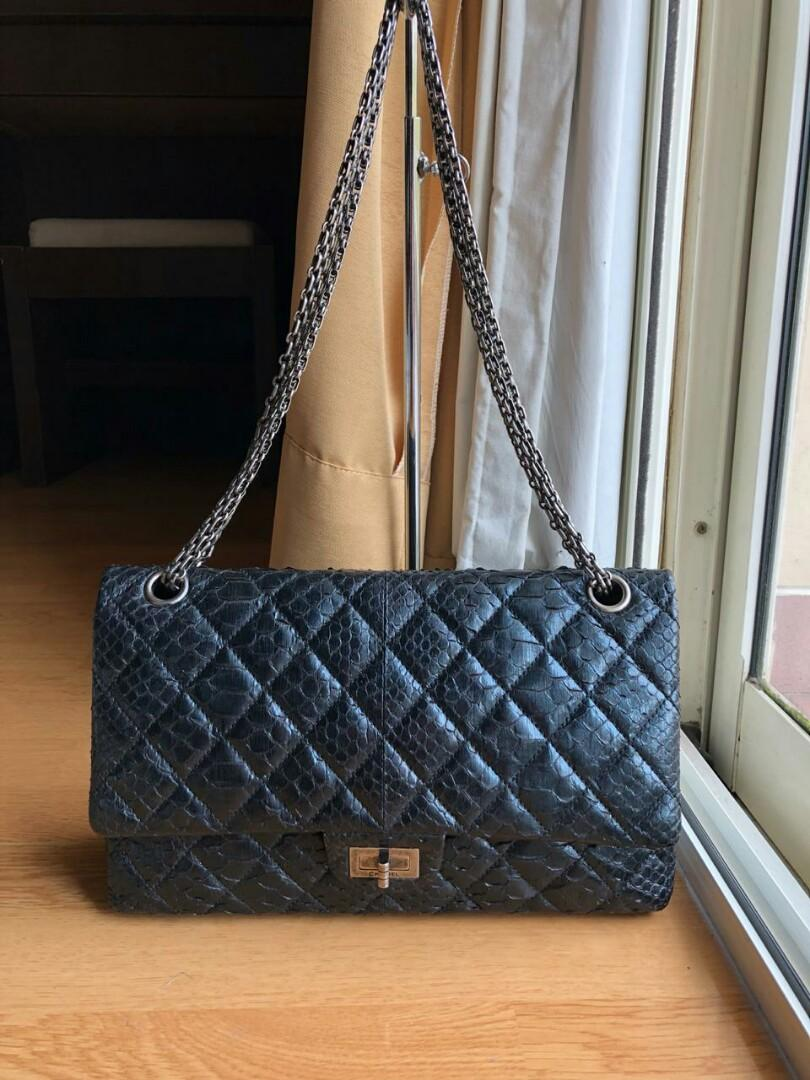 VGV Preloved authenthic Original Chanel reissue phyton #14 with holo db