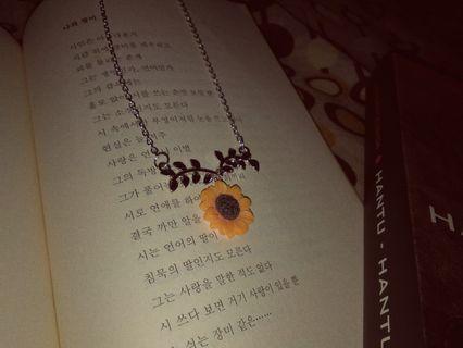 Kalung Bunga Matahari Vintage