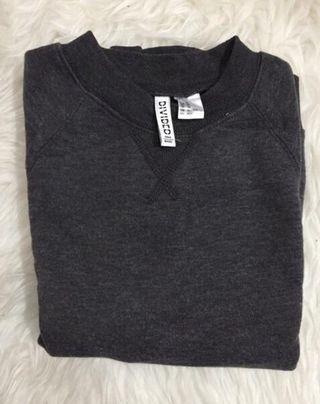 H&M Sweatshirt ukuran S