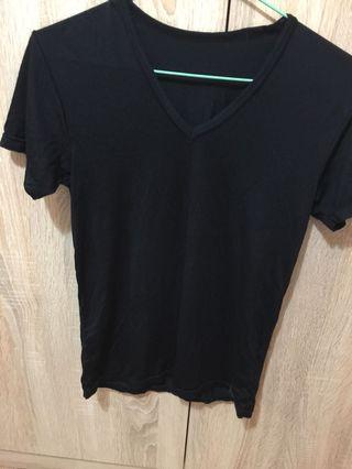 Uniqlo Heattech黑色涼感v領上衣