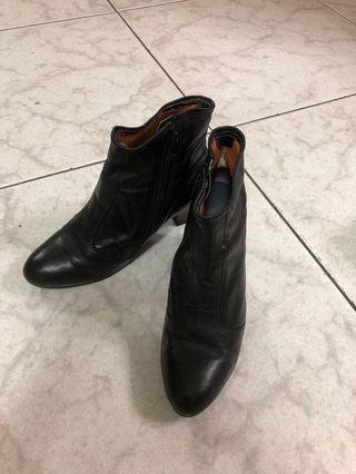 🚚 黑色靴 24.5