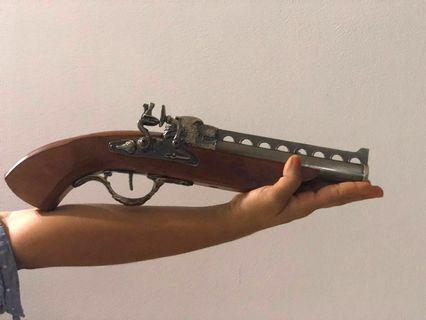 Vintage replica musket with lighter ( permissible item to keep in Singapore )