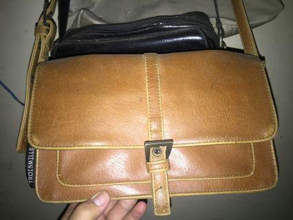 Tas sling bag, cross body bag vintage kulit sapi asli beli di pop up market kokas