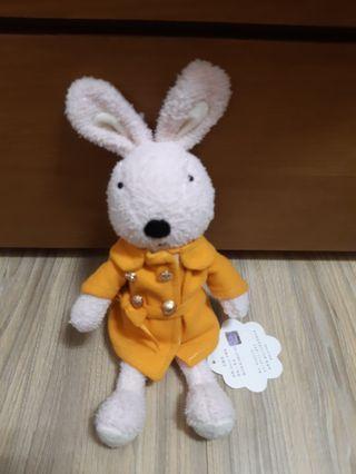 風衣兔娃娃