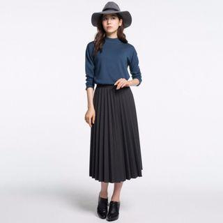 Women's Midi Pleated Skirt in Black -Size M