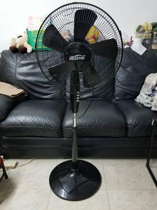 """Mistral 16"""" stand fan"""