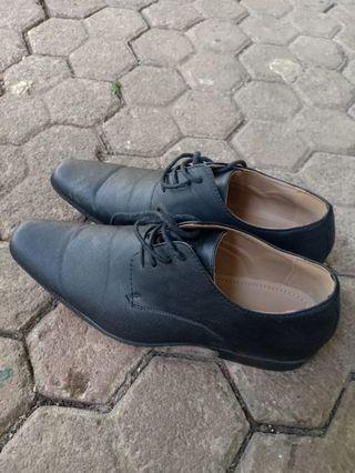 Sepatu Formal dari BATA