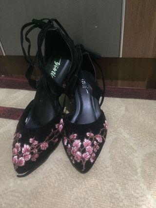 Sepatu new Yomi