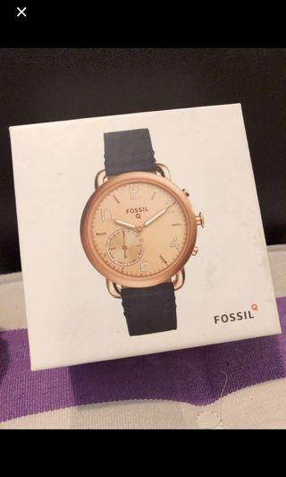 Fossil Q function watch . Wore about 3 times only . Excelllnt conflation like new . No defect no peeling