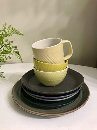 CERAMIC DINING SET - BOWL / CUPS / PLATES