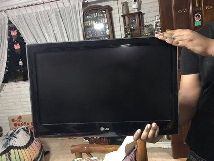 LG TV 22 inches( good working condition)