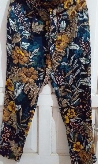 Stradivarius flower pants