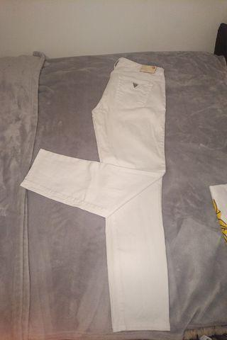 Guess White Jeans Size 26/27