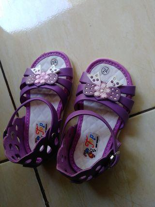 Sandal anak perempuam