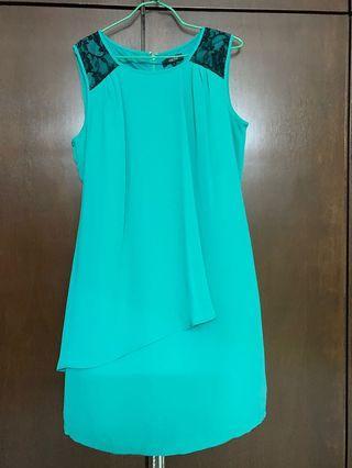 青色连身裙