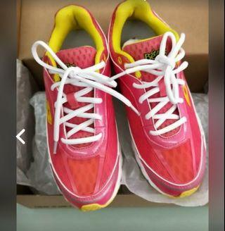 La New慢跑鞋(22.5)