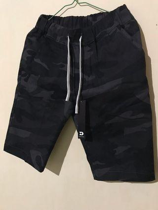 Celana pendek army black