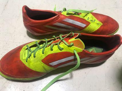Adidas 草地足球鞋