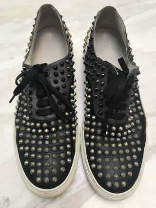 🚚 Giacomorelli studs leather sneaker
