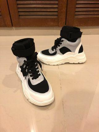 High-Top Sporty Sneakers in Black and White #Paradigm